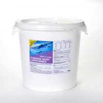 how to add cyanuric acid to saltwater pool